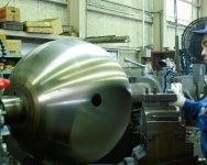 オリジナル球体加工機を駆使し、世界最高レベルの球体に仕上げる