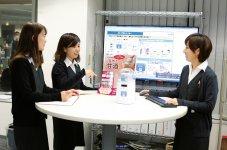 社内では、少人数ですぐに打ち合わせや会議ができる立ちミーティングがよく行われている