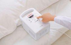 2015年に発売された「ふとん乾燥機カラリエ」。コンパクトな形で手軽に布団が温められる