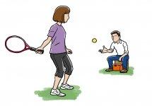 ラケットでテニスボールを打つ練習