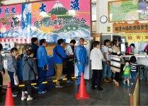 多くの人でにぎわう田子の浦の漁協食堂