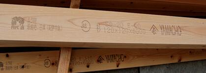 合格品の木材には原産地名やJASマーク、樹種、含水率、強度、寸法、メーカー名などを表示していく