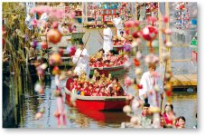 水郷柳川雛祭り期間中に開催される「お雛様水上パレード」