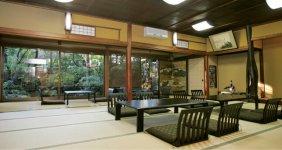初期に建てられた建物にある「竹の間」。ここから料亭が始まった