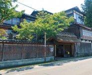 140年以上前に建てられ、増築された形で残る建物。改修には数億円単位の費用がかかるという
