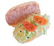 長さ約16~17㎝、幅約10㎝もある大きめのコッペパンに、お客さまがオーダーした具材を挟んで提供。コンビーフをトッピングしたオリジナル野菜サンド(427円税込)
