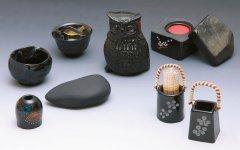 那智黒石:熊野市神川町とその周辺でしか採れない希少性の高い黒石。同黒石の加工品の数々。