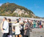御網掛け神事:花窟神社の例大祭(2月と10月)で行われる神事。一般の人も参加できる