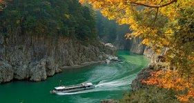 瀞郷:吉野熊野国立公園内の奈良県・三重県・和歌山県にまたがる国特別名勝。太古の自然のままの大峡谷が残る