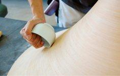 BUNACOの独特の曲線美を生み出す「型上げ」は、この湯呑み茶碗と職人技があってこそ
