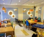 音楽室をスピーカー試聴室に、給食室は「カフェ」にアレンジ。工場見学やBUNACO製作体験(要予約)も可能だ