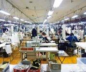 縫製は4ラインで展開。生地の織り、編み、縫製などの全工程を国内で行っていることを証明する「J∞クオリティー」認定を2015年に取得している