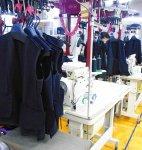 ハンガーシステムを導入し、シワをつくらない縫製工程を実現