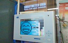 現在の電気使用量が見えるモニター。電気使用量の目標値を超えると、警報で知らせてくれる