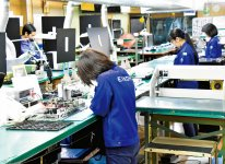 製造現場では女性や外国人従業員が数多く活躍している