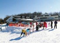 あだたら高原スキー場。初級から上級コースまでそろう
