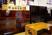 二本松家具の代表的なタンス。明治2年創業の田中家具が製造