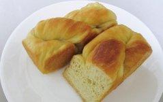 大分大学医学部との共同開発で誕生した「くびれパン」。食事制限を余儀なくされた人でも主食となるパンができればという思いが開発のベースにある