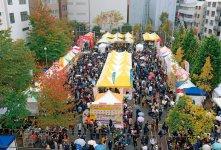 「神田カレーグランプリ」に集まるカレーマニアたちは、商品開発に多くのヒントを与えてくれた(ⓒ神田カレー街活性化委員会)
