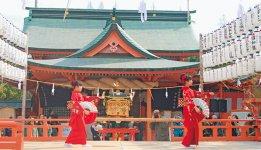 風浪宮大祭は例年15万人余りの参拝客でにぎわう