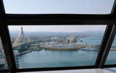 アスパム13階の展望台からは、青森港に停泊する青函連絡船「八甲田丸」も望める