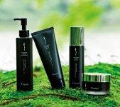 化粧品OEMメーカーと提携して誕生した「プラスイNシリーズ」。アジアへの輸出も今年より始まる