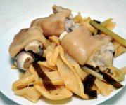 奄美を訪れたら豚骨料理やヤギ汁も味わいたい