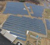自社所有の太陽光パネル8640枚が並ぶ「ふくしまさいえねパーク」。再生エネルギー学習施設として見学者も多い