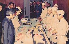 昭和58年に県の食品研究所で、皇太子同妃両殿下(当時。現・上皇上皇后両陛下)の前で細工かまぼこの制作を実演