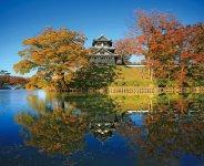 高田城の跡に整備された高田公園と三重櫓