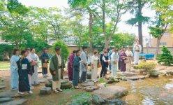 6月1日のツアーでは小千谷豪商の館・西脇邸庭園で錦鯉を鑑賞