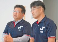 インタビューに応じる原田史朗委員長(左)と大本憲一副委員長