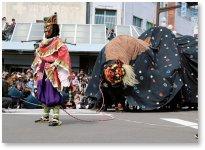 飯田お練りまつり:7年に一度の大祭。メインの「東野大獅子」と「大名行列」