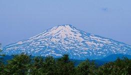 鳥海山:日本百名山、日本百景の一つ。秋田富士と呼ばれ地元の人から親しまれている