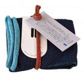 靴下を束ねる紐は、エコの観点から製造過程で出てくる端布を利用