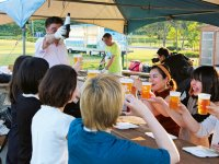 海鮮バーベキューを楽しむ参加者