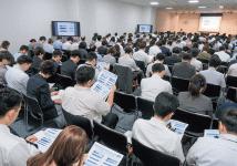 今後の就職市場に関するセミナーを傾聴