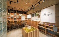 東京・恵比寿にある同社ショールームでは、オリジナル缶を使っている洋菓子店の商品を常に展示販売しており、その情報はSNSで随時発信