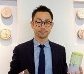 「ブログやSNSのほかにも、カンカンマンが主役の動画をYouTubeにアップして、当社の缶に込めた思いを伝えています」と語る清水雄一郎社長