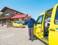 観光客を市内にある宝水ワイナリーへ案内。日の出交通のワインタクシー運転手はワンランク上の接客術を身に付けている