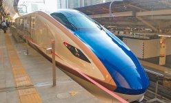 北陸新幹線のフロントガラスもAGCより受注し同社が製作している