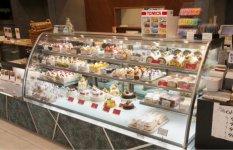 洋菓子店では、ショーケースのガラス次第で売れ行きが大きく変わるという
