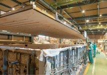 大型ガラスを加工する国内最大クラスの曲げ加工炉
