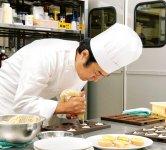 マスダックの本社内にあるアトリエでは、新たな菓子づくりの研究を行っている