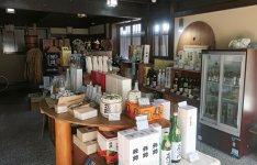 店内には元帥酒造の各商品が並び、試飲をすることもできる