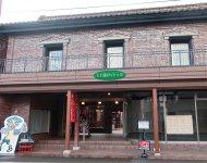 経済産業省の支援事業に採択され、明治時代の四つの蔵を改修した「七日町パティオ」。若い起業家たちがテナントとして入居している
