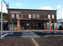 JR紀伊田辺駅に隣接し、観光客に情報を提供する田辺市観光センター。現在は南紀みらいも入居している
