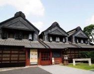 約200年前に建てられた土蔵3棟を改修してつくった「とちぎ蔵の街美術館」