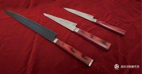 木村拓哉さんが演じた主人公の敏腕シェフがドラマで使用した包丁3本(上からペティナイフ、骨すき包丁、筋引き包丁)
