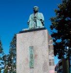 深谷駅前の青淵広場にある渋沢栄一翁の座像